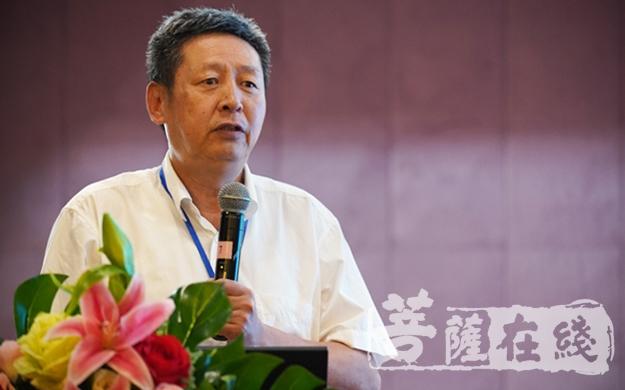 黄夏年教授作论坛总结(图片来源:菩萨在线 摄影:唐林雪)