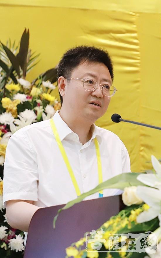 江苏省民族宗教事务委员会副主任周伟文致辞(图片来源:菩萨在线 摄影:张妙)