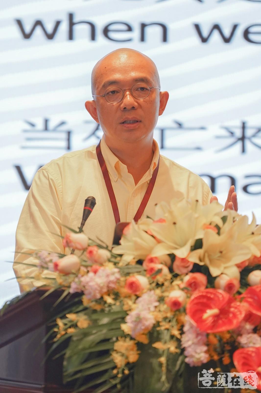 """赵越作""""面对生死学的科学与智慧""""主题发言(图片来源:菩萨在线 摄影:唐雪凤)"""