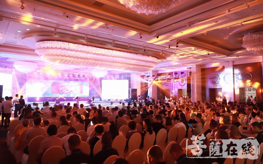 共襄盛会(图片来源:菩萨在线 摄影:邓彬)