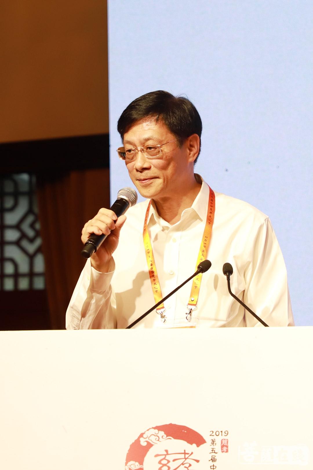 邓立光作《面向当今世界的中华慈孝文化》(图片来源:菩萨在线 摄影:邓彬)
