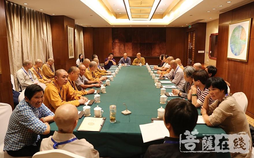 第二讨论组(图片来源:菩萨在线 摄影:王颖)
