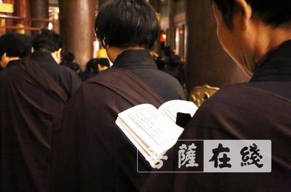 雪窦山资圣禅寺举办在家居士菩萨戒(图片来源:菩萨在线 摄影:贺雪垠)