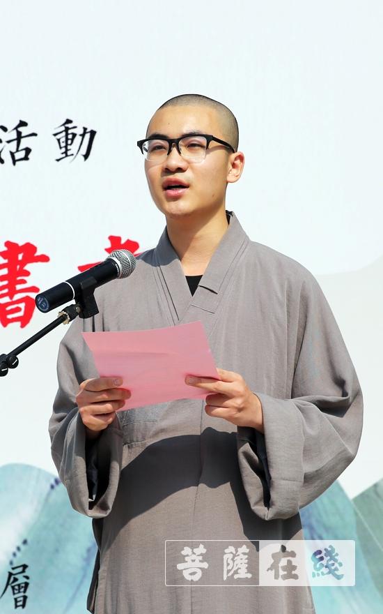 学僧代表发言(图片来源:菩萨在线 摄影:李蕴雨)