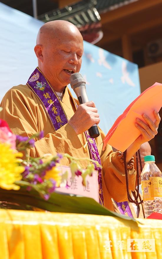 瑞印大和尚代表贛州市章貢區佛教協會致辭(圖片來源:菩薩在線 攝影:張妙)