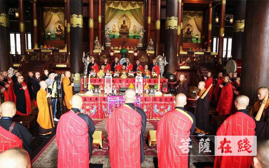齊集大慈摩尼之殿(圖片來源:菩薩在線 攝影:李蘊雨)