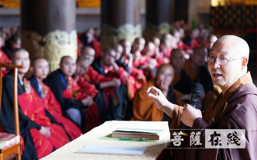 開堂大師父隆悟律師教授新戒告假回山后的規矩(圖片來源:菩薩在線 攝影:李蘊雨)