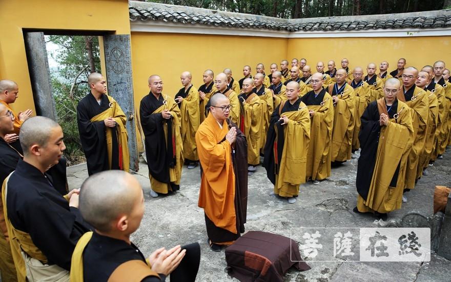 緬懷先祖(圖片來源:菩薩在線 攝影:李蘊雨)