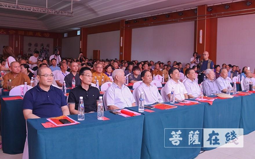 出席活动的领导嘉宾、大德法师(图片来源:菩萨在线 摄影:唐雪凤)