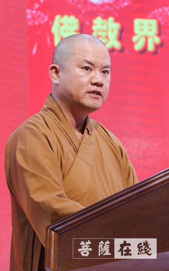 惟正法师希望借此演出活动,更好地促进枣庄佛教界进一步树立和巩固大家的高度意识和爱国情操(图片来源:菩萨在线 摄影:唐雪凤)