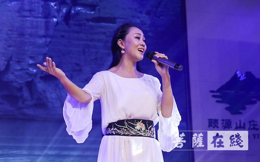 歌曲《云水天下》(图片来源:菩萨在线 摄影:唐雪凤)