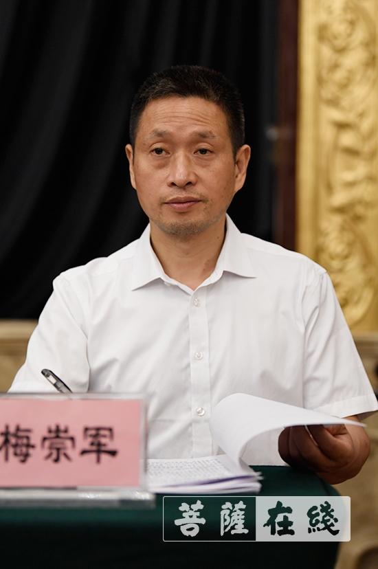 江西省佛教協會秘書長梅崇軍作財務工作報告(圖片來源:菩薩在線 攝影:張妙)