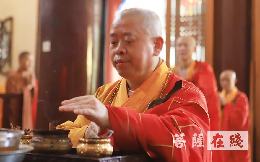 """江西佛教界舉行""""知恩報恩·同愿同行·祝福新中國70華誕""""祈福法會,純一會長主法(圖片來源:菩薩在線 攝影:張妙)"""