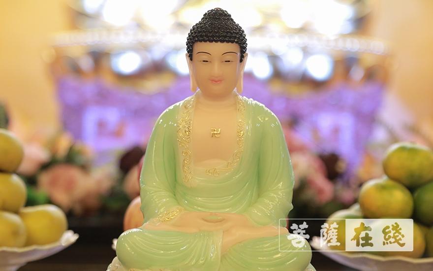 莊嚴佛像(圖片來源:菩薩在線 攝影:張妙)
