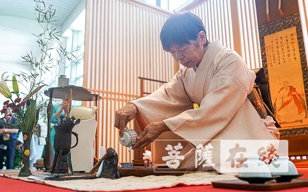 茶道表演(图片来源:菩萨在线 摄影:卢鹏宇)