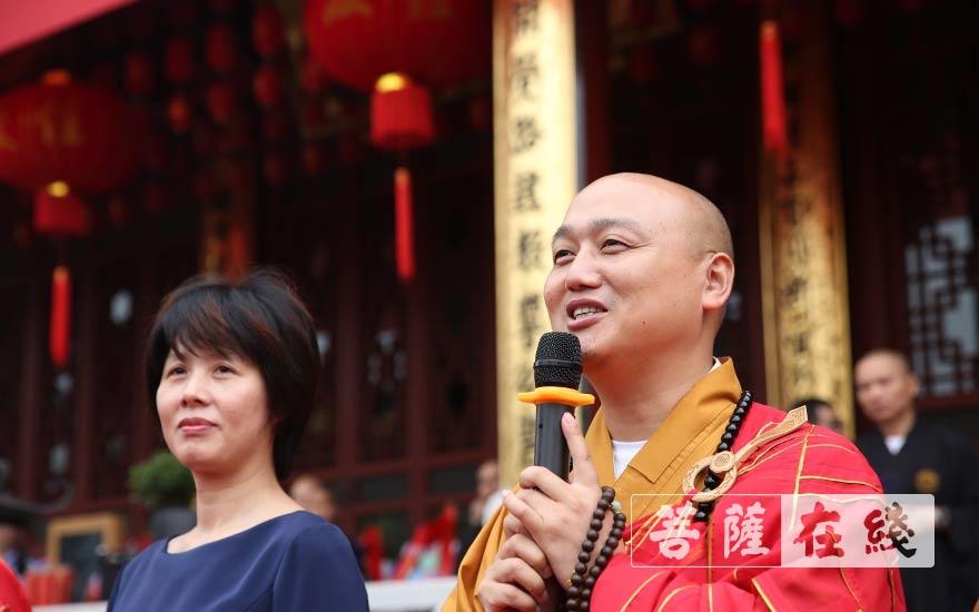 法弘法师感谢各界对安康寺一直以来的支持(图片来源:菩萨在线 摄影:贺雪垠)