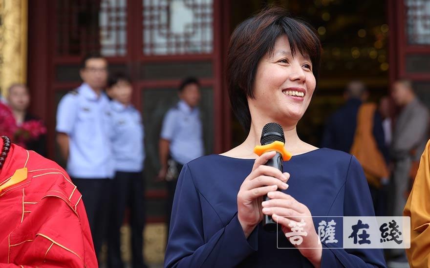俞园娟副部长高度肯定安康寺所做出的的贡献(图片来源:菩萨在线 摄影:贺雪垠)