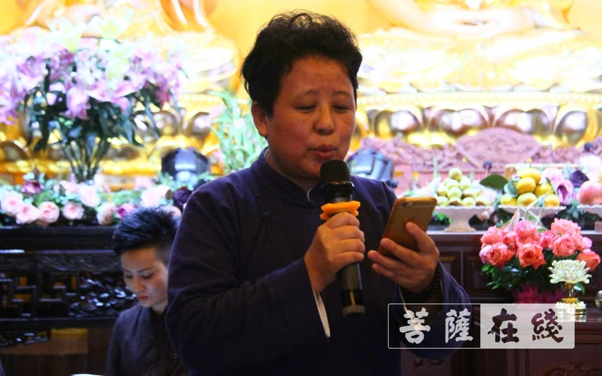 歌曲表演(图片来源:菩萨在线 摄影:贺雪垠)