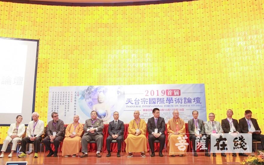 出席开幕式的领导嘉宾、大德法师、专家学者(图片来源:菩萨在线 摄影:唐雪凤)
