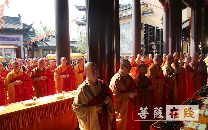 天王殿全堂圣像开光法会(图片来源:菩萨在线 摄影:贺雪垠)