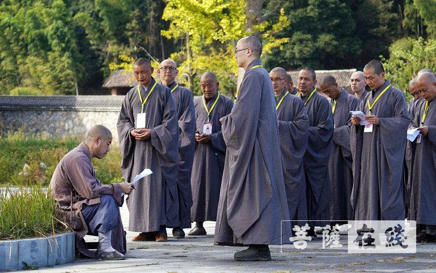 引礼师分组考核(图片来源:菩萨在线 摄影:张小蝶)