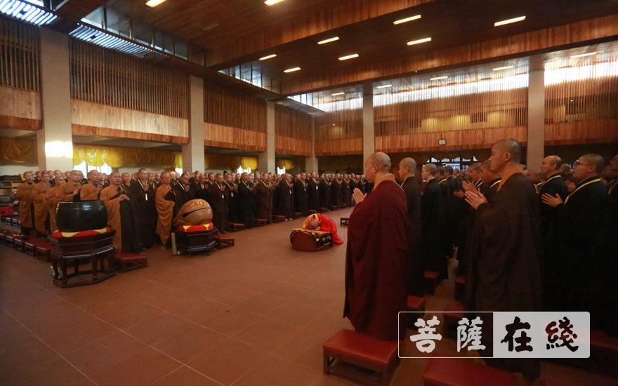 纯闻大和尚主法净堂结界仪式(图片来源:菩萨在线 摄影:张小蝶)