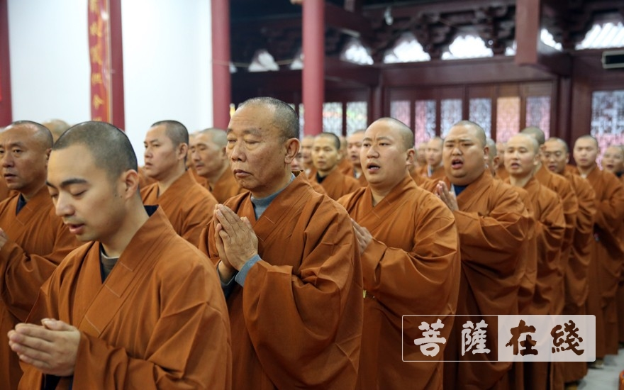 唱诵(图片来源:菩萨在线 摄影:李蕴雨)