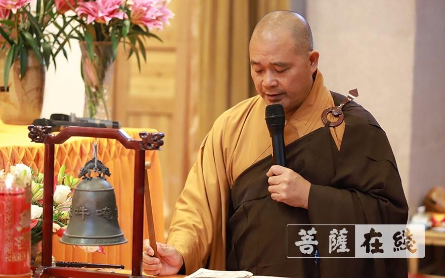 开堂大师父照荣律师率新戒发愿(图片来源:菩萨在线 摄影:张妙)