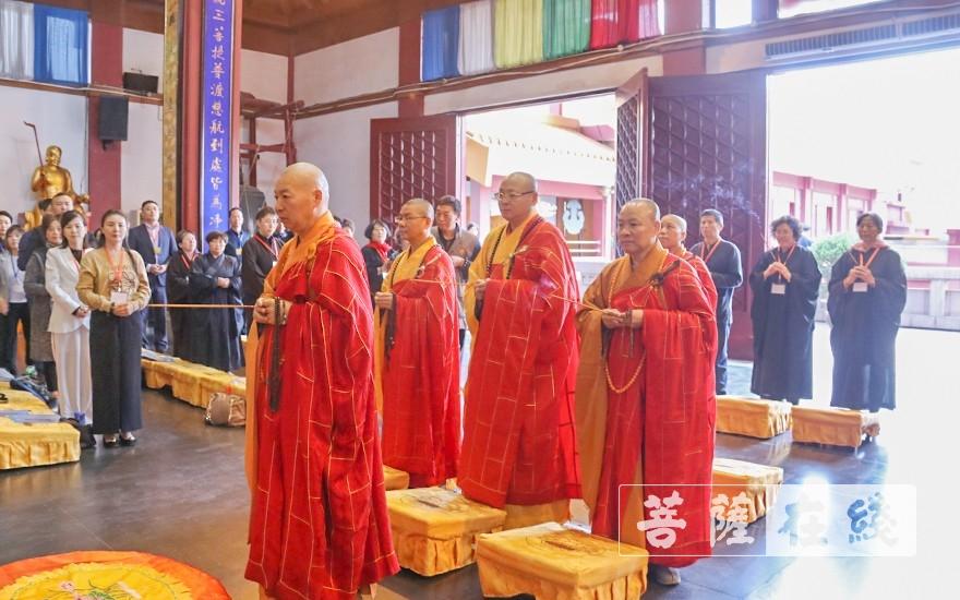 祈福仪式(图片来源:菩萨在线 摄影:唐雪凤)