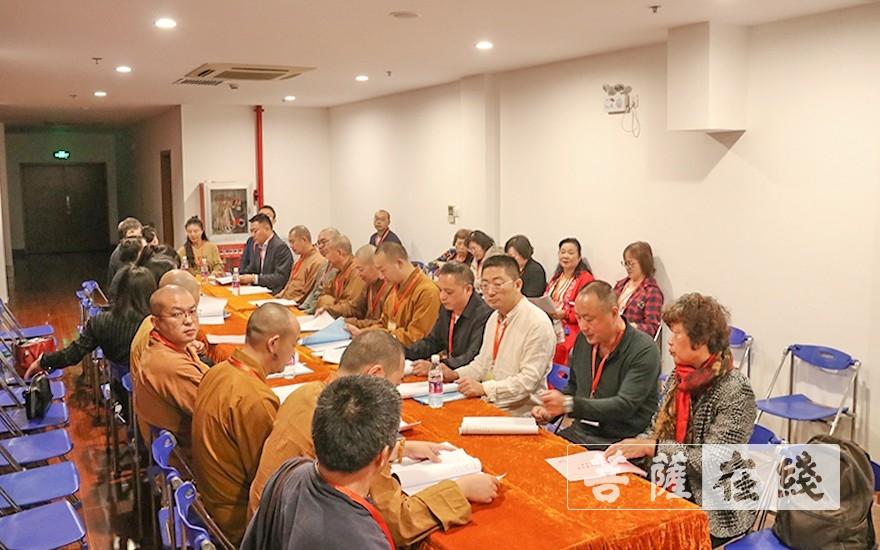 分组讨论(图片来源:菩萨在线 摄影:唐雪凤)