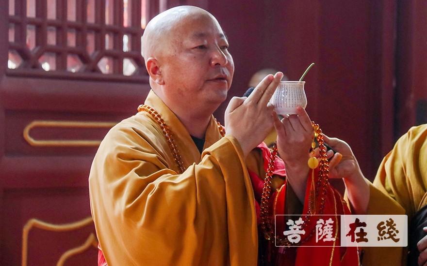 了善大和尚宣说水文(图片来源:菩萨在线 摄影:唐雪凤)