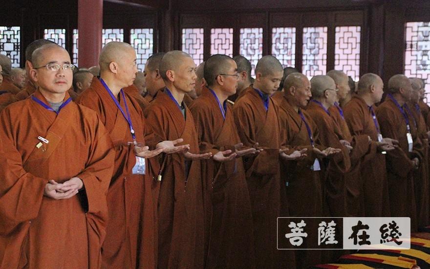 查验衣钵的班口(图片来源:菩萨在线 摄影:王颖)