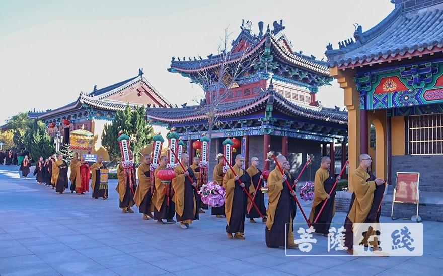 巡坛(图片来源:菩萨在线 摄影:唐雪凤)
