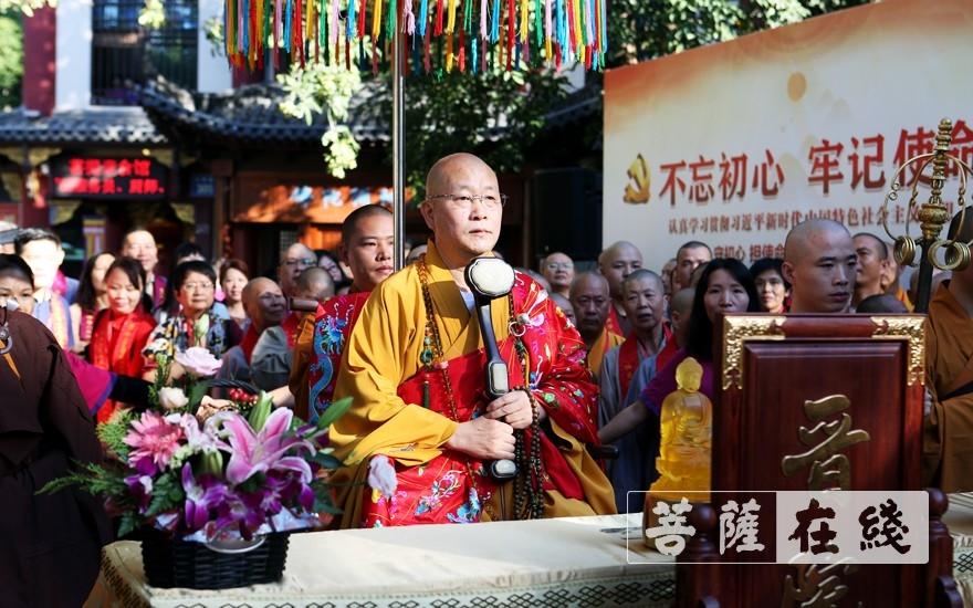 法云法师荣膺鸿山寺方丈升座仪式(图片来源:菩萨在线 摄影:李蕴雨)