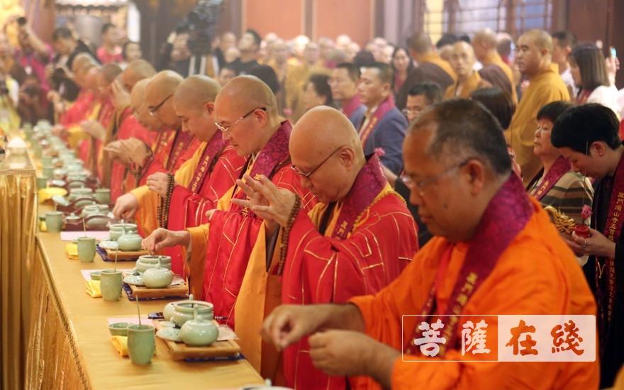 五百罗汉堂圣像开光法会(图片来源:菩萨在线 摄影:李蕴雨)