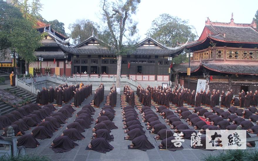 次第巡寮(圖片來源:菩薩在線 攝影:王穎)