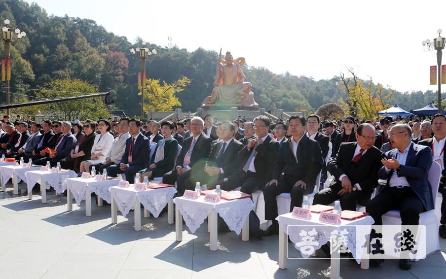 出席開幕式的領導嘉賓(圖片來源:菩薩在線 攝影:李蘊雨)