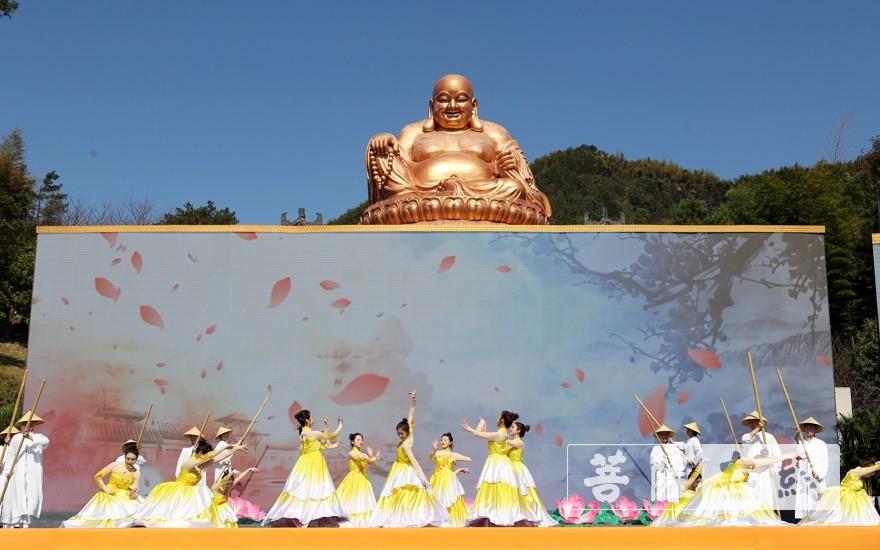 歌舞表演(圖片來源:菩薩在線 攝影:李蘊雨)
