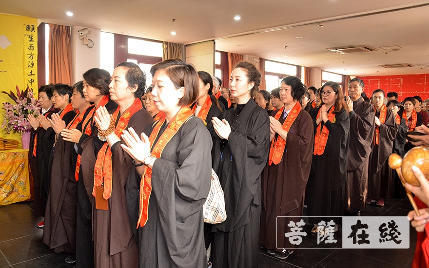 上海七宝教寺举行水陆法会之送圣仪式(图片来源:菩萨在线 摄影:朱晓雪)