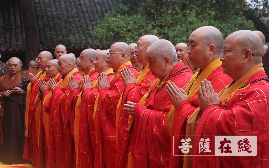 十师礼佛(图片来源:菩萨在线 摄影:王颖)