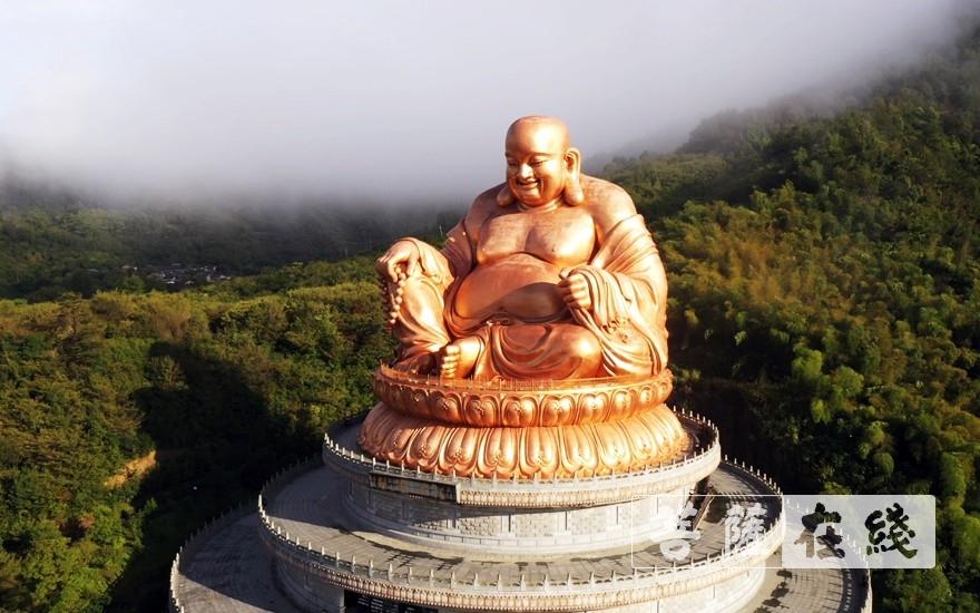 弥勒大佛(图片来源:菩萨在线 摄影:李金洋)