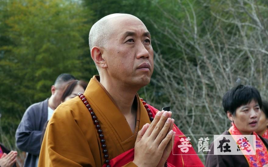 祈愿(圖片來源:菩薩在線 攝影:桑強強)