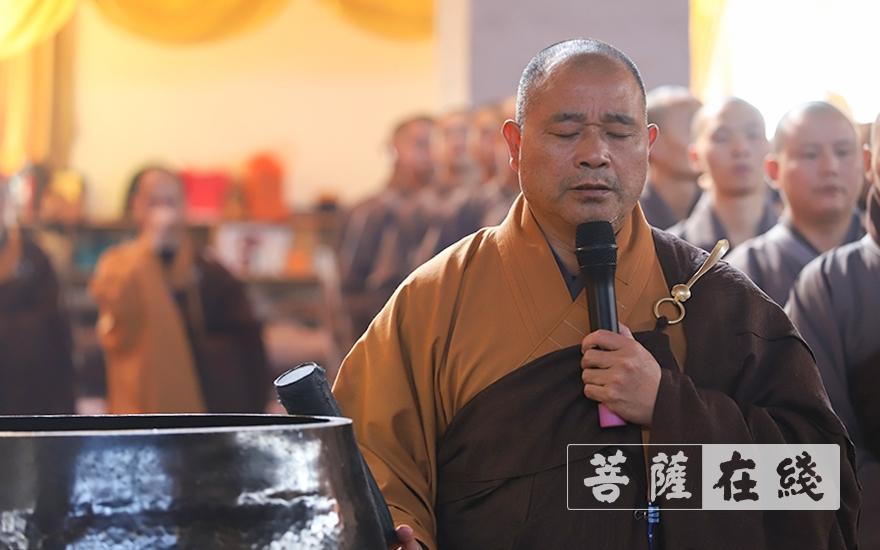 开堂大师父照荣法师(图片来源:菩萨在线 摄影:卢鹏宇)