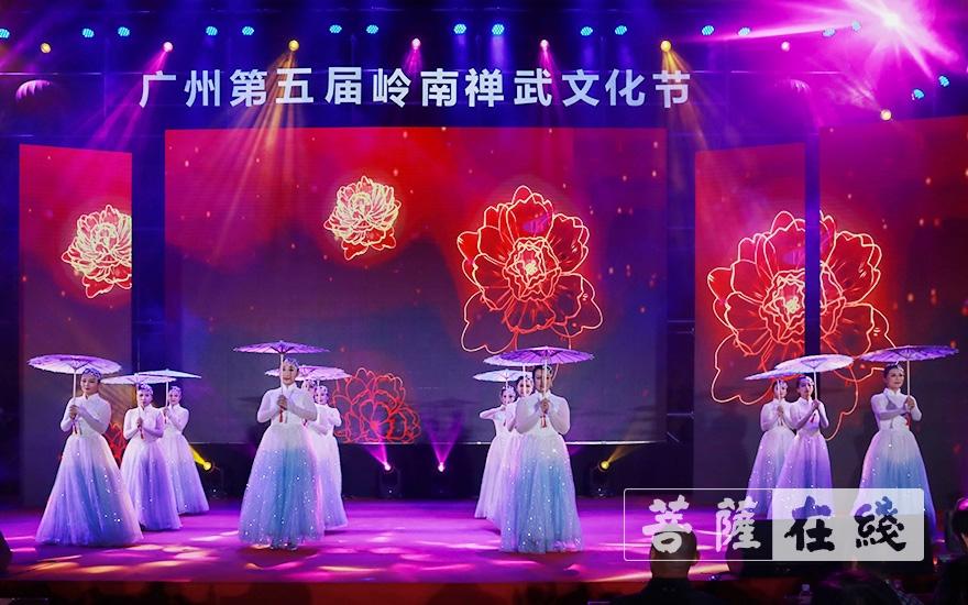 开场舞《花开吉祥》(图片来源:菩萨在线 摄影:张妙)
