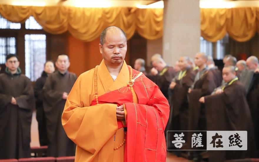 得戒和尚纯闻大和尚主法上供仪式(图片来源:菩萨在线 摄影:唐雪凤)