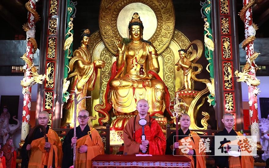 登法王座(图片来源:菩萨在线 摄影:唐林雪)