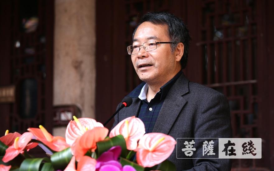 全柏音副秘书长宣读中国佛教协会贺电(图片来源:菩萨在线 摄影:唐林雪)