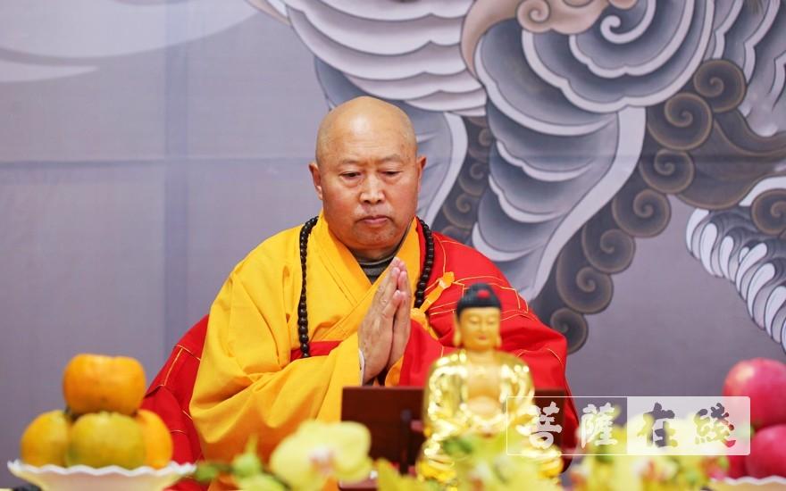 教授阿阇黎隆宣法师升座说法(图片来源:菩萨在线 摄影:李蕴雨)