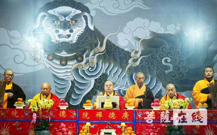 三师升座说法(图片来源:菩萨在线 摄影:李蕴雨)