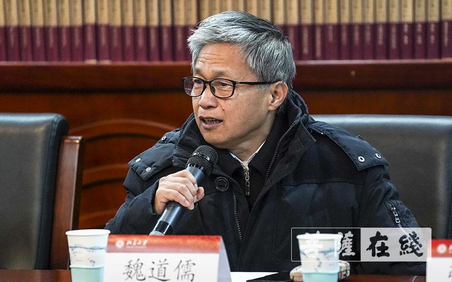 中国社会科学院学部委员、世界宗教研究所魏道儒教授发言(图片来源:菩萨在线 摄影:张妙)